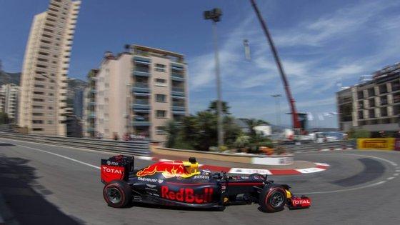 A 'pole' de Ricciardo parece confirmar a subida de rendimento da equipa Red Bull
