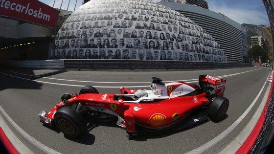 Sebastian Vettel larga este domingo em quarto lugar no GP de Mónaco de Fórmula 1