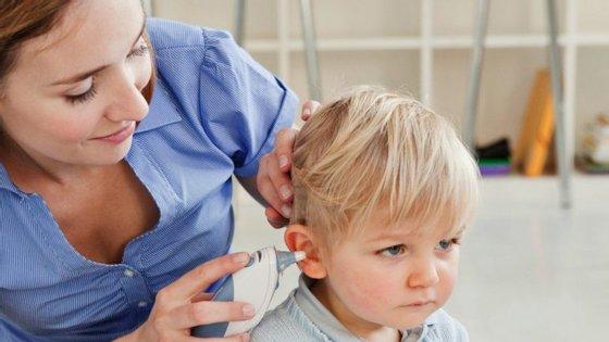 Os cuidadores devem estar atentos aos sintomas das crianças para poder dar boas informações aos médicos