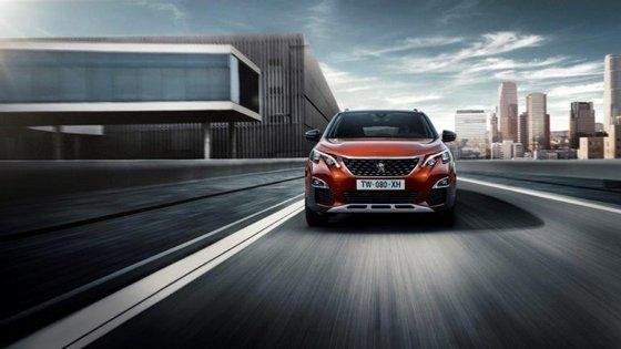 O novo Peugeot 3008 pretende fazer frente a modelos como o Toyota RAV4, o Hyundai Tucson ou o Mazda CX-5