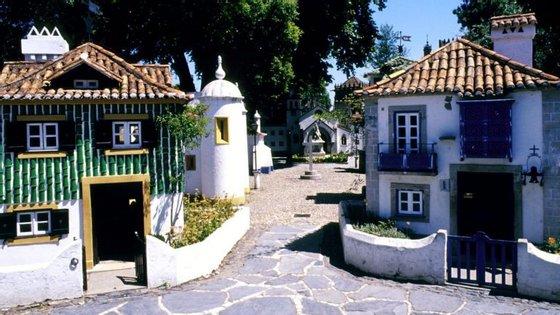 "Vasco Araújo considera que o discurso presente no Portugal dos Pequenitos ""é basicamente o mesmo"" desde 1940"