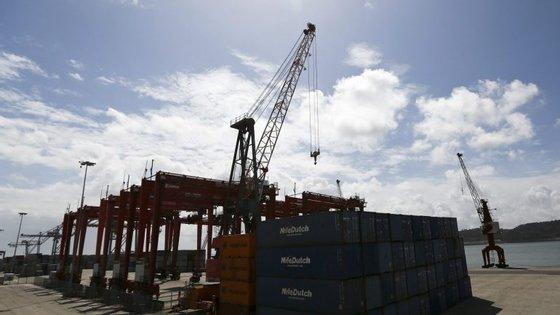 A greve dos estivadores só foi interrompida depois do acordo alcançado na passada sexta-feira, com a intermediação da ministra do Mar.