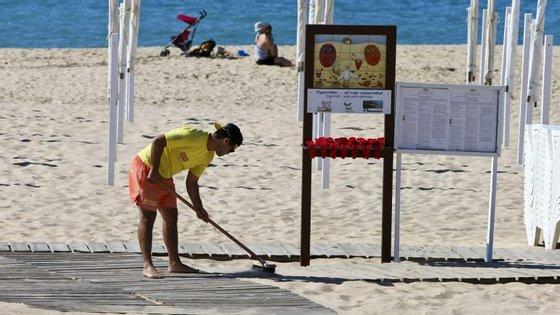 A maior parte das zonas balneares portuguesas abre esta terça-feira