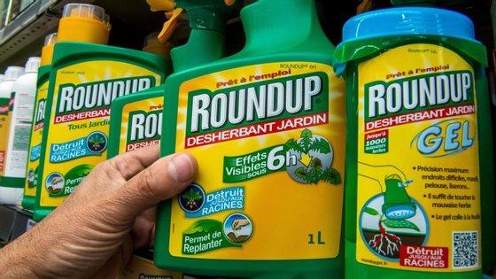 O herbicida glifosato é vendido sob a marca Roundup da Monsanto