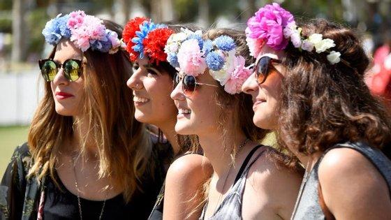 Há vida para além das coroas de flores, muito populares em Coachella.