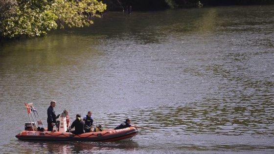 Buscas no rio Cávado pela criança
