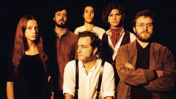 Manuel Fúria (ao centro) e os Náufragos
