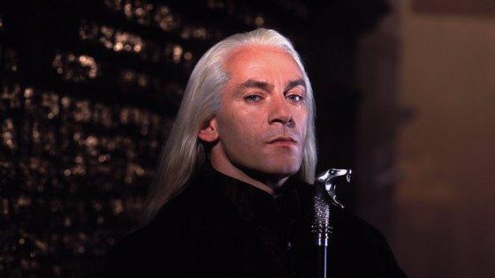 Jason Isaacs ficou conhecido pelo papel de Lucius Malfoy, pai de Draco