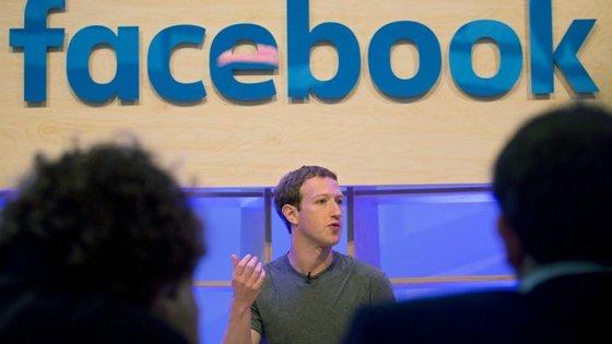"""Mark Zuckerberg diz que não quer ser """"árbitro da verdade"""", preferindo confiar na comunidade do Facebook"""