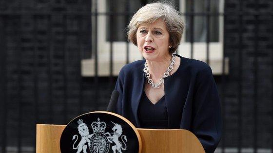 """Angela Merkel e Theresa May concordaram que estão a favor do estabelecimento de """"uma relação construtiva"""", tendo, ao mesmo tempo, reconhecido a """"importância na cooperação"""" mútua"""
