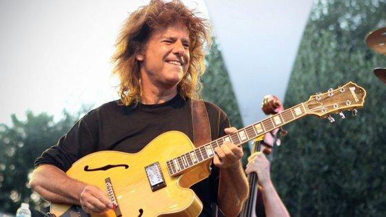 Pet Metheny, guitarrista de topo e vencedor de mais de 20 Grammy, num concerto gratuito? Às vezes há mesmo almoços grátis