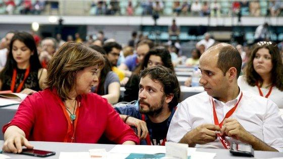 """""""Que se referende em Portugal se deixamos ou não que esse tratado se transforme em tratado europeu"""", afirmou Catarina Martins, nos Açores"""
