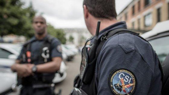 O estado de emergência em França deveria acabar no próximo dia 26, mas foi estendido por mais três meses