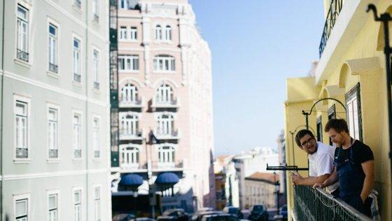 Depois de paragens por vários cantos do mundo, Bernardo e André aterram agora em Lisboa.