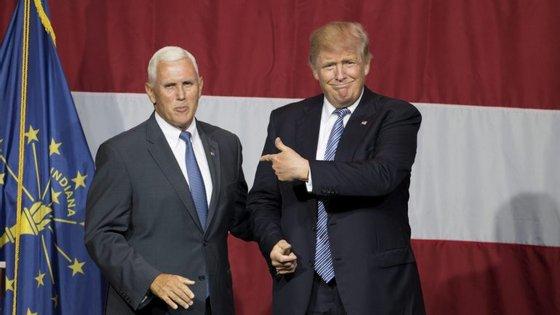 Mike Pence, governador do Indiana, e Donald Trump, o magnata com pretensão de ser Presidente dos Estados Unidos