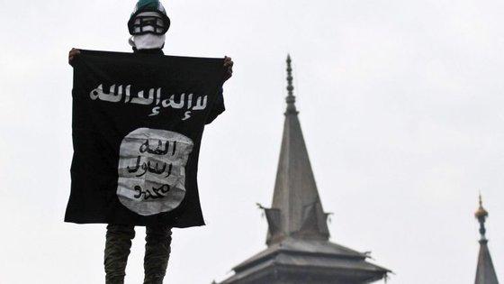O jovem de 17 anos tinha uma bandeira do grupo terrorista desenhada à mão no quarto