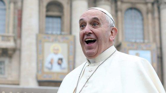 """Para o Papa, é """"claríssimo que a comunicação é parte essencial do pontificado"""", afirma Paloma Ovejero"""