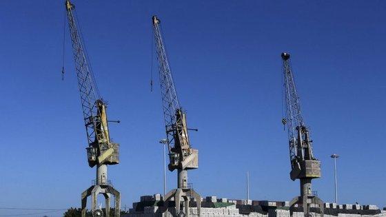 O valor das exportações chinesas envolvendo matérias primas ascende a cerca de 1.200 mil milhões de euros