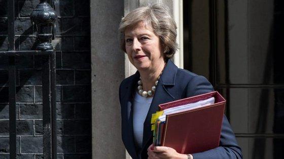 A primeira-ministra britânica, Theresa May, já informou o atual presidente do Conselho Europeu, Donald Tusk, da decisão