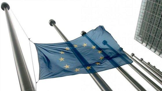 Theresa May anunciou por telefone ao presidente do Conselho Europeu, Donald Tusk, que renunciava à presidência rotativa da UE esta terça-feira