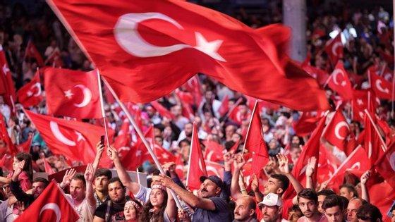 Este bloqueio acontece algumas horas antes de uma reunião do conselho de segurança turco