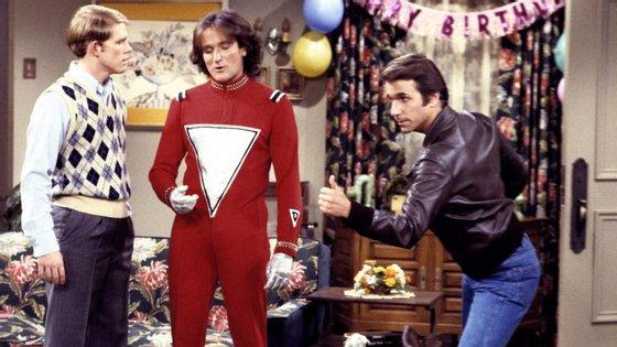 Ron Howard, Robin Williams (como Mork) e Henry Winkler, em Happy Days