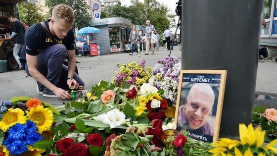 Em Kiev, várias pessoas prestaram homenagem a Pavel Sheremet.