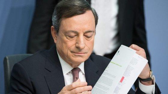 As principais bolsas europeias seguiam a negociar praticamente inalteradas e Lisboa recuava 0,26% para os 4.422,41 pontos