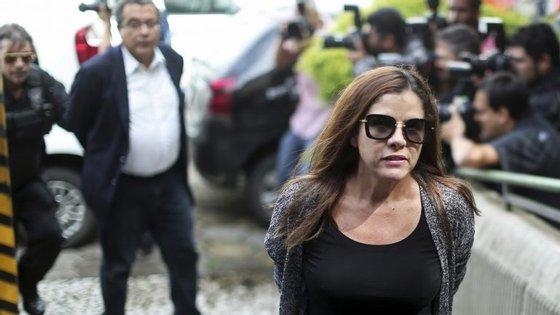 Mônica Moura e João Santana (ao fundo)
