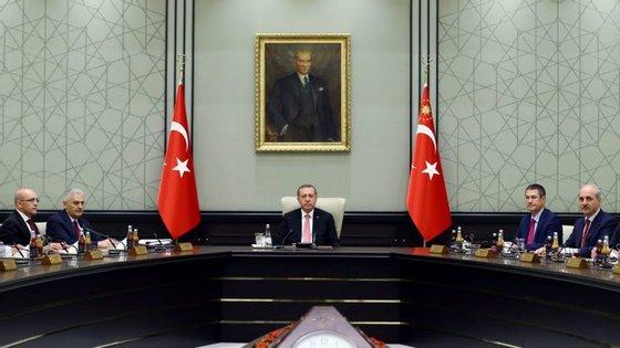 A Turquia foi alvo de uma tentativa de golpe de Estado na sexta-feira à noite, tendo o controlo sido recuperado por Erdogan no sábado