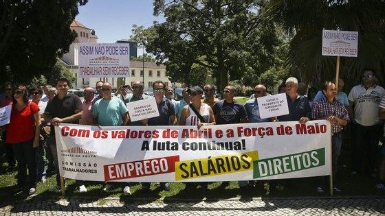 """Os manifestantes lembram que não se pode permitir que estes trabalhadores e suas famílias estejam já numa """"situação de rutura económica e social"""""""