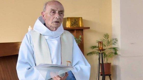 O Padre Jacques Hamel foi ordenado em 1958 e celebrou 50 anos ao serviço da igreja em 2008