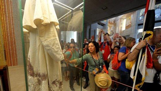 O Papa S. João Paulo II é homenageado por todos os participantes que chegam a Cracóvia para as JMJ