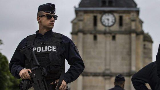 O líder da mesquita de Paris pediu mais segurança nos locais de culto