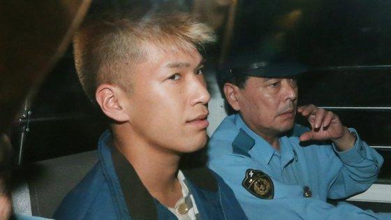 Satoshi Uematsu removeu o casaco que lhe tapava a cara, sorriu para as câmaras de televisão e disse à polícia que não tinha remorsos