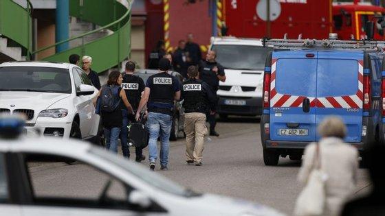 O ataque terrorista desta terça-feira à igreja de Saint-Etiénne-du-Rouvray foi reivindicado pelo Estado Islâmico