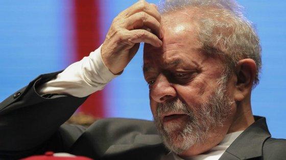O ex-Presidente do Brasil e outras seis pessoas foram constituídos arguidos por alegadas tentativas de obstrução à justiça na Operação Lava Jato