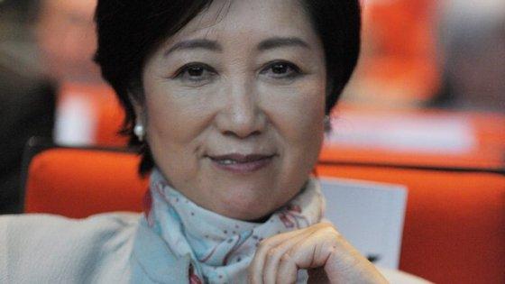 Yuriko Koike, de 64 anos, segue à frente de Hiroya Masuda e do jornalista Shuntaro Torigoe nas sondagens
