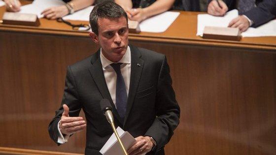 """Manuel Valls garantiu que as autoridades serão """"implacáveis contra os que professam o ódio"""""""