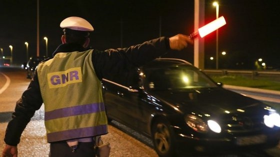 Nas ações de fiscalização de trânsito, a GNR deteve 35 pessoas por condução sob o efeito do álcool, sete por tráfico de estupefacientes e três por posse ilegal de arma