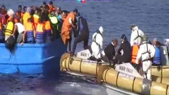 Pelo menos dois mortos foram recuperados do mar