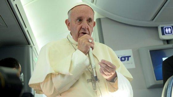 Francisco falou aos jornalistas no avião, durante a viagem de regresso a Itália