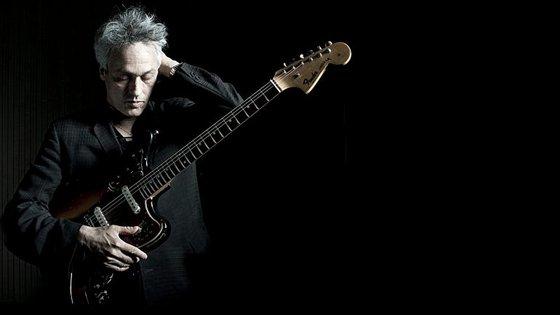 Marc e a guitarra. Vão bem, eles.