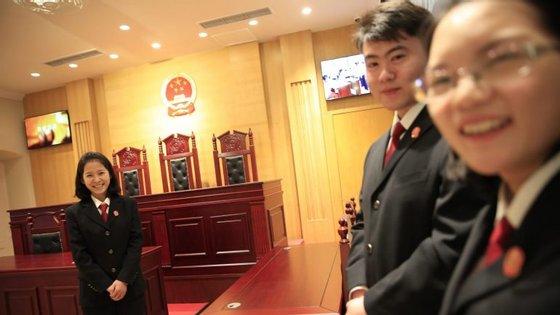 A vaga de detenções de advogados começou no ano passado, como parte de uma campanha repressiva lançada por Pequim contra ativistas dos Direitos Humanos