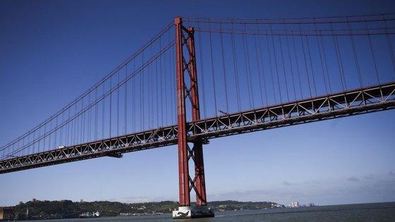 Aos 50 anos, a Ponte 25 de Abril é uma referência na engenharia e na arquitetura