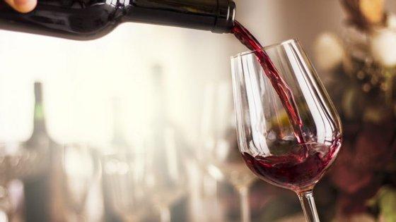 Há muito que se acredita que o vinho tinto só pode ser servido com carne. Mas isso é mito.