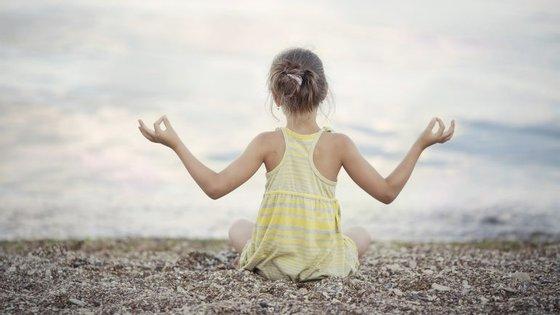 """Ser """"iogi"""", ou seja, praticante de ioga, é benéfico para pequenos e graúdos. Até já há aulas para grávidas e bebés"""