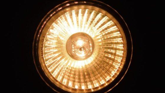 Os focos de halogéneo são pouco eficientes em termos energéticos