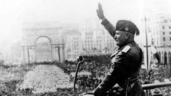 Mussolini durante um discurso