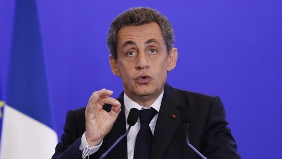 Sarkozy anunciou a sua candidatura a Presidente durante o mês de agosto